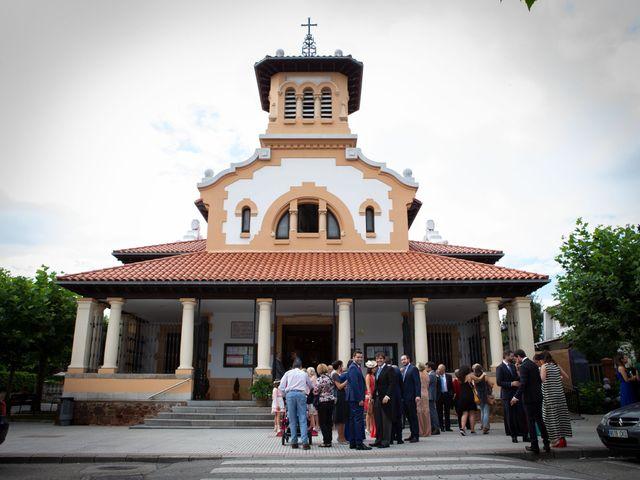 La boda de Javier y Paula en Avilés, Asturias 11