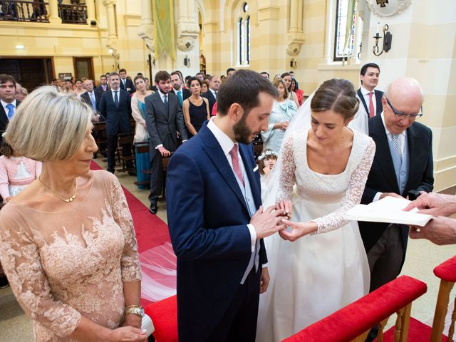 La boda de Javier y Paula en Avilés, Asturias 16