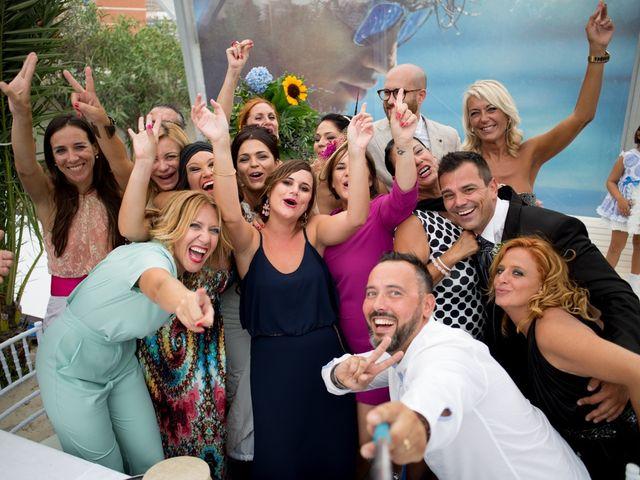 La boda de Javier y Chari en Alacant/alicante, Alicante 25