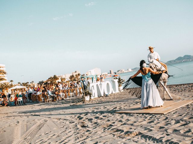 La boda de Fearghal Mckiernan y Alejandra Hernández  en La Manga Del Mar Menor, Murcia 1