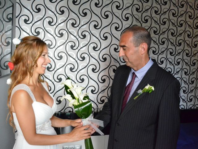 La boda de Miguel y Carol en L' Hospitalet De Llobregat, Barcelona 42