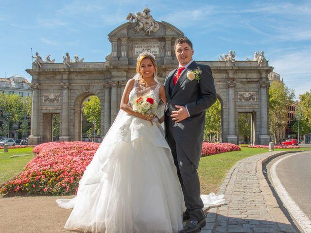 La boda de Daniel y Rosa en Madrid, Madrid 1