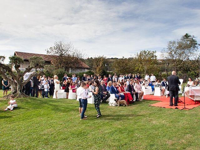 La boda de Andoni y Jennifer en Erandio, Vizcaya 22