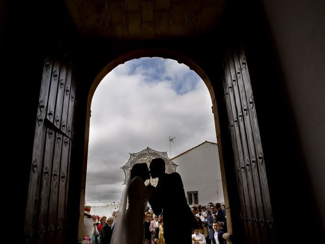 La boda de Carmen y Francisco en Almendralejo, Badajoz 23