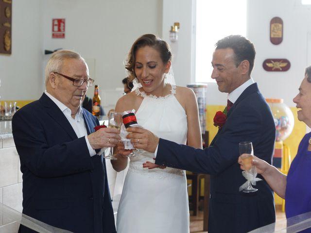 La boda de Manuel y María en San Fernando, Cádiz 38