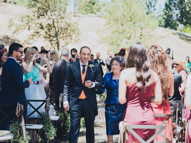 La boda de Manuel y Miriam en Valdemorillo, Madrid 17