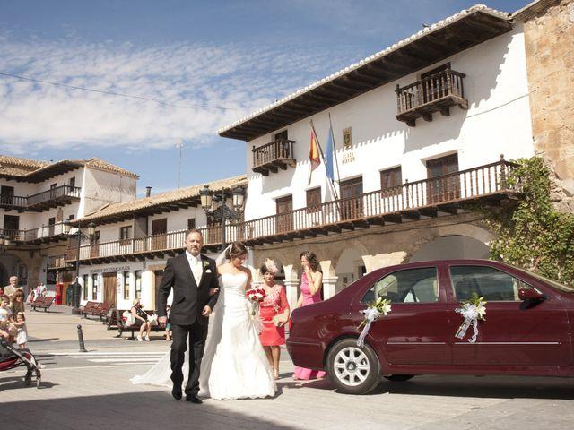 La boda de Julián y Soledad en Tarazona De La Mancha, Albacete 13