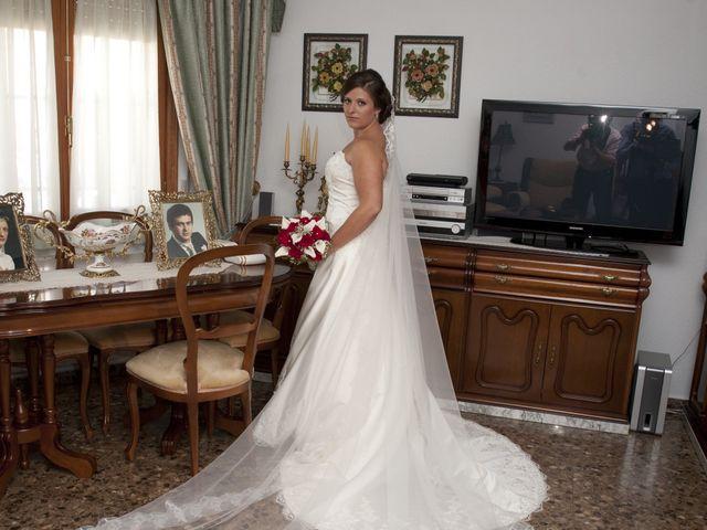 La boda de Julián y Soledad en Tarazona De La Mancha, Albacete 11