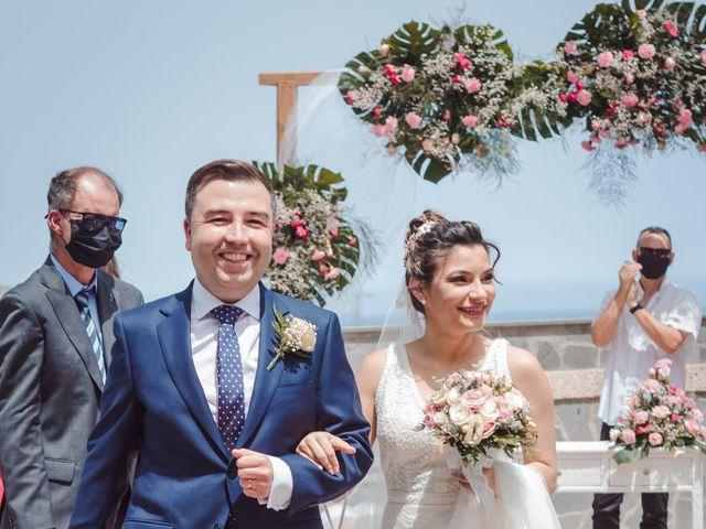 La boda de Borja y Emicel en Santa Cruz De Tenerife, Santa Cruz de Tenerife 22