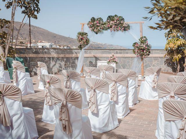 La boda de Borja y Emicel en Santa Cruz De Tenerife, Santa Cruz de Tenerife 33