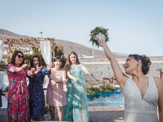 La boda de Borja y Emicel en Santa Cruz De Tenerife, Santa Cruz de Tenerife 40