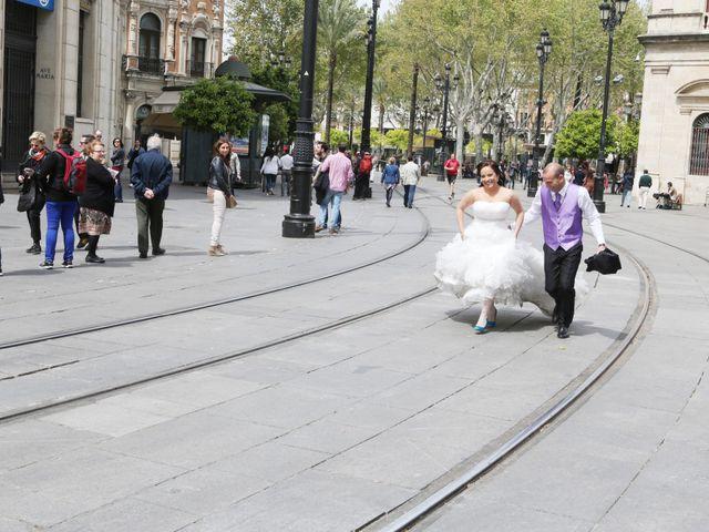La boda de Javi y Libertad en Sevilla, Sevilla 25