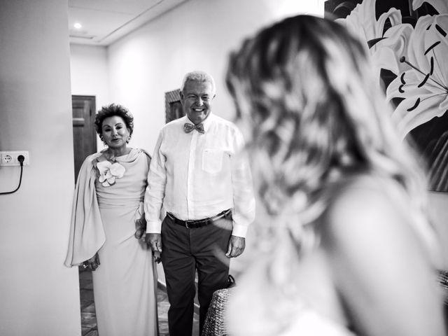 La boda de Cesar y Alejandra en Castelló/castellón De La Plana, Castellón 36