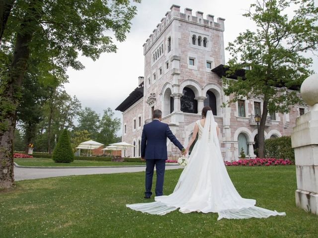 La boda de José María  y Raluca en Oviedo, Asturias 5