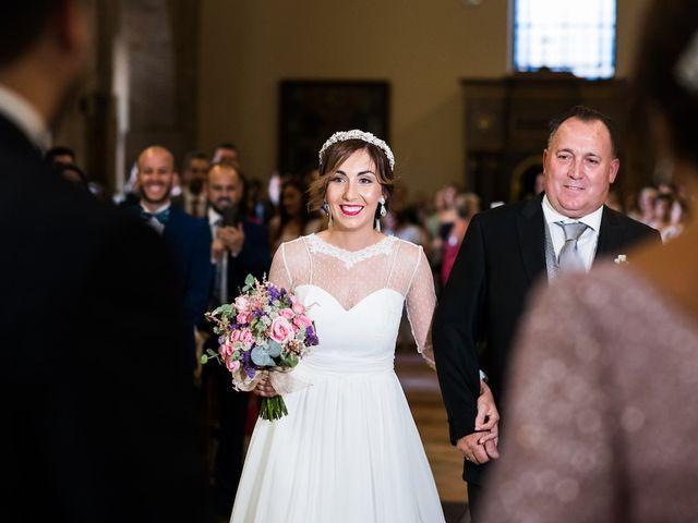 La boda de Beatriz y Roberto en Almodovar Del Campo, Ciudad Real 13