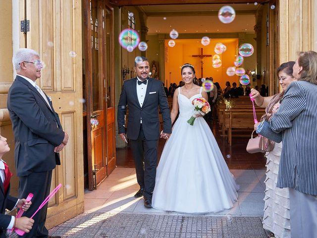 La boda de Arturo y Claudia en Santiago De Compostela, A Coruña 32