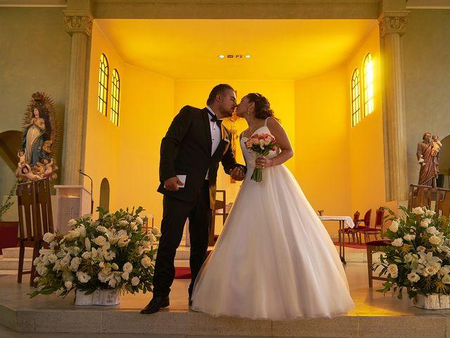 La boda de Arturo y Claudia en Santiago De Compostela, A Coruña 34