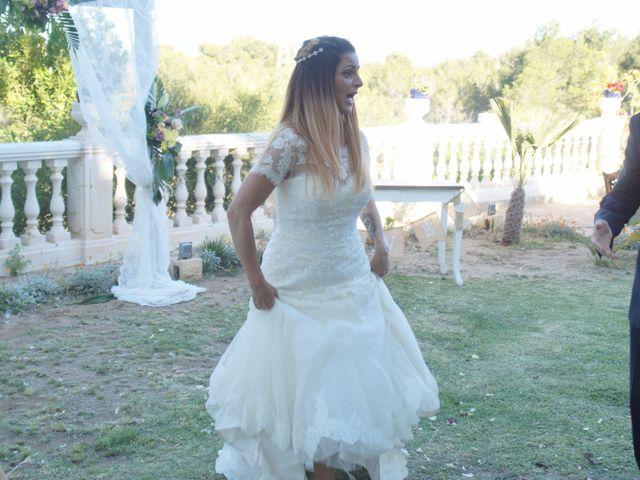 La boda de David y Clara en La Nucia, Alicante 25