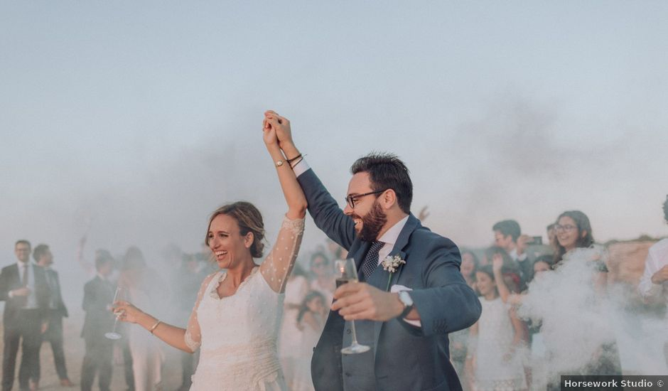 La boda de Jaume y Estefanía en Cala Conta, Islas Baleares