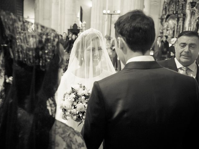 La boda de Juan y Maribi en Sevilla, Sevilla 24