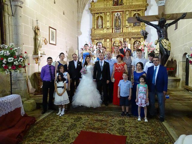La boda de Jesús  y Miriam en Villanueva De La Sierra, Cáceres 9