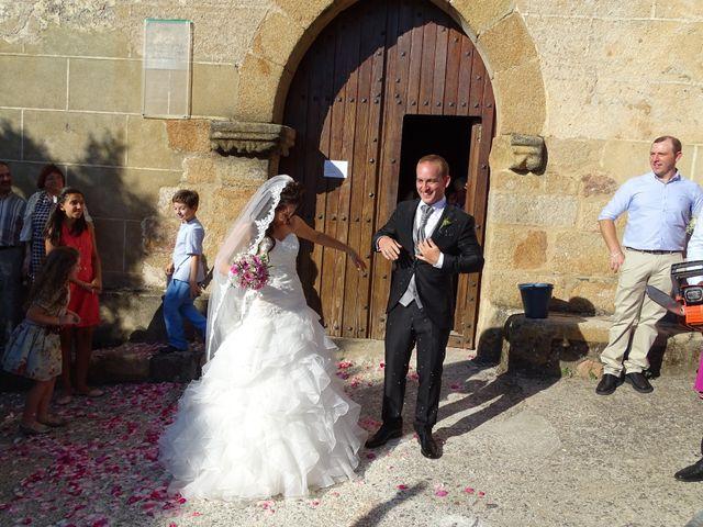 La boda de Jesús  y Miriam en Villanueva De La Sierra, Cáceres 13