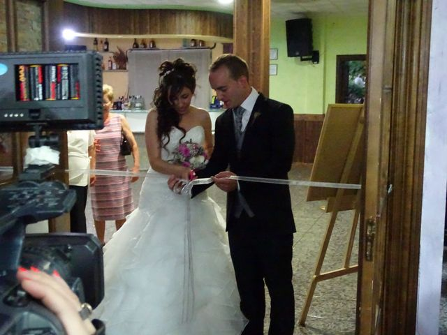 La boda de Jesús  y Miriam en Villanueva De La Sierra, Cáceres 17