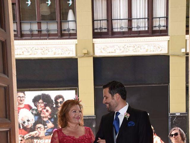 La boda de Manuel y Romina en León, León 7
