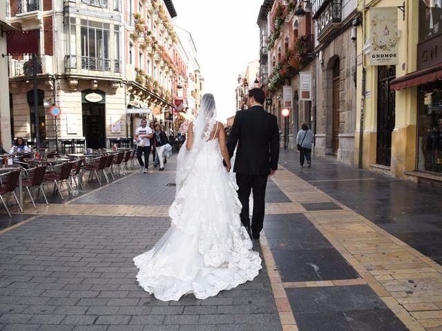 La boda de Manuel y Romina en León, León 30