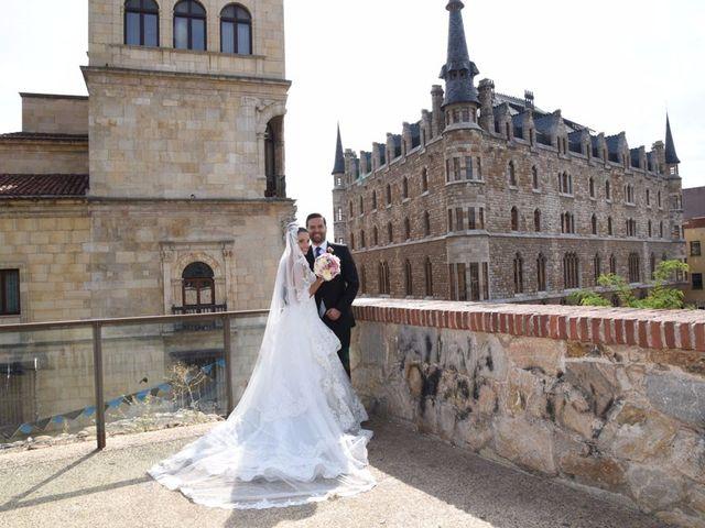 La boda de Manuel y Romina en León, León 41