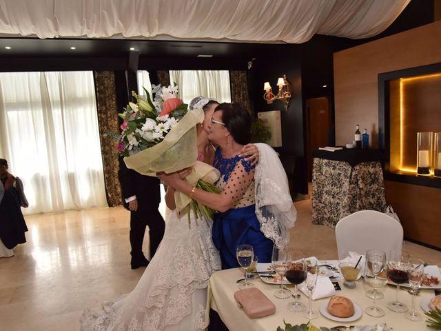 La boda de Manuel y Romina en León, León 55