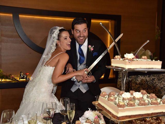 La boda de Manuel y Romina en León, León 60