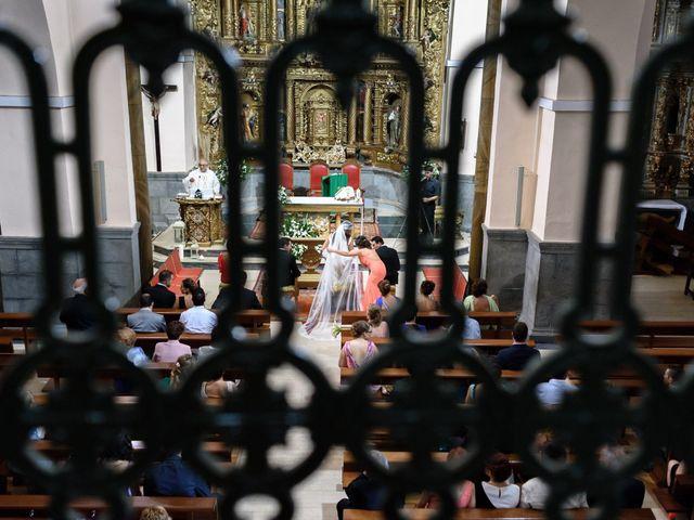 La boda de Carlos y Rafi en León, León 8