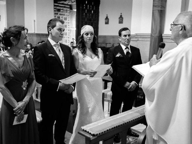 La boda de Carlos y Rafi en León, León 10