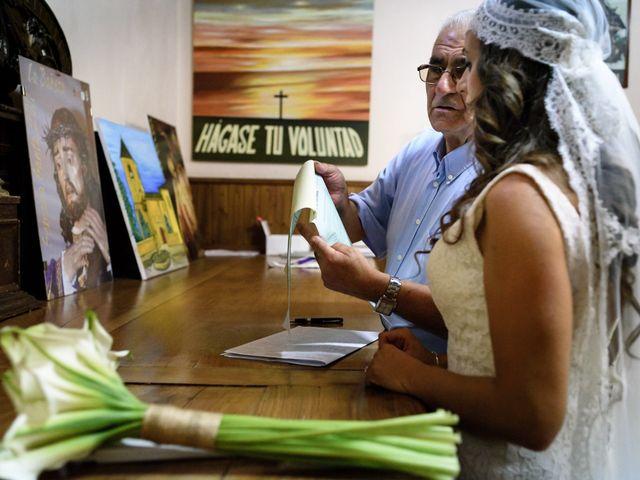 La boda de Carlos y Rafi en León, León 11
