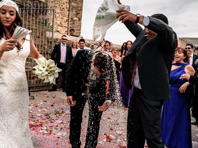 La boda de Carlos y Rafi en León, León 12