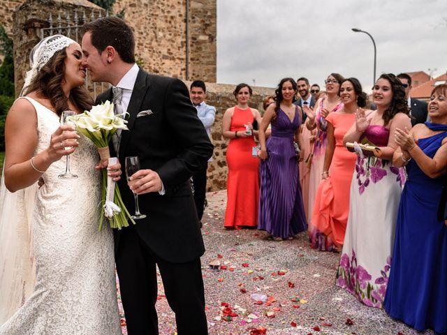 La boda de Carlos y Rafi en León, León 13