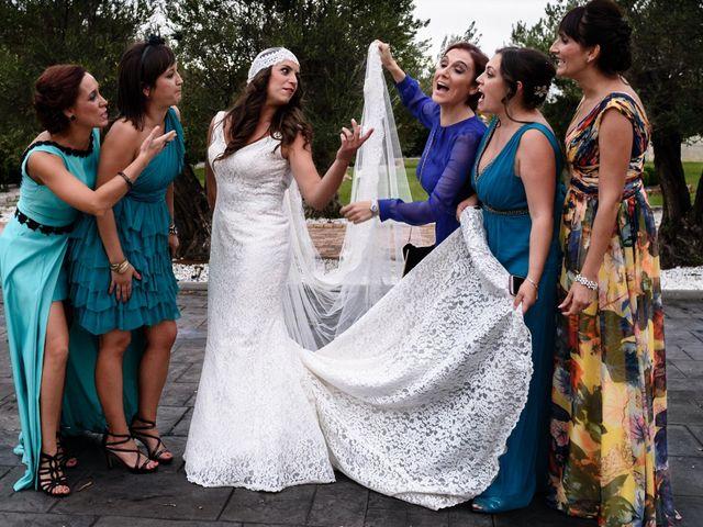 La boda de Carlos y Rafi en León, León 14
