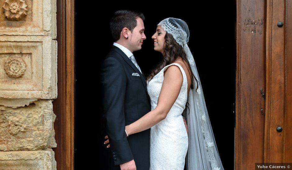 La boda de Carlos y Rafi en León, León