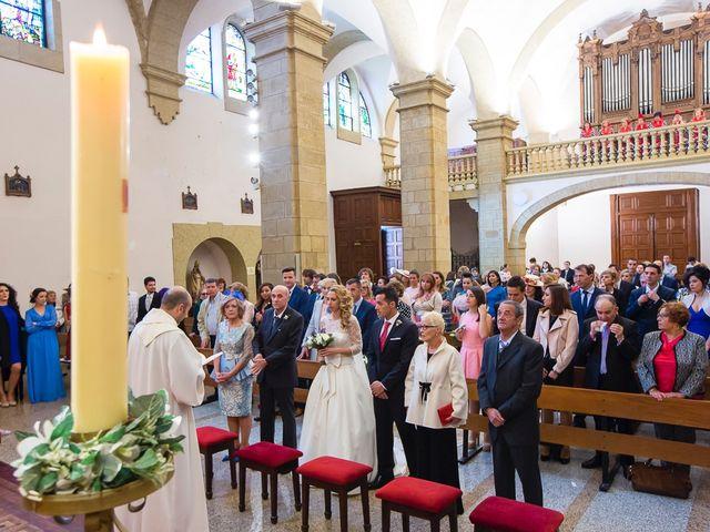 La boda de Unai y Estibaliz en Portugalete, Vizcaya 17