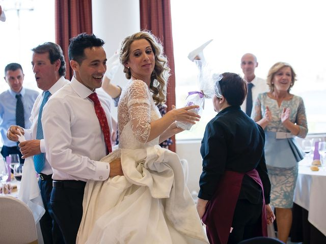 La boda de Unai y Estibaliz en Portugalete, Vizcaya 30