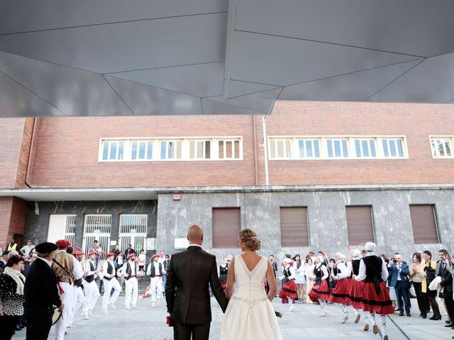 La boda de Ieltxu y Sara en Bilbao, Vizcaya 23
