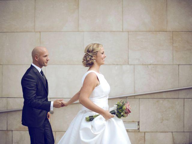 La boda de Ieltxu y Sara en Bilbao, Vizcaya 31
