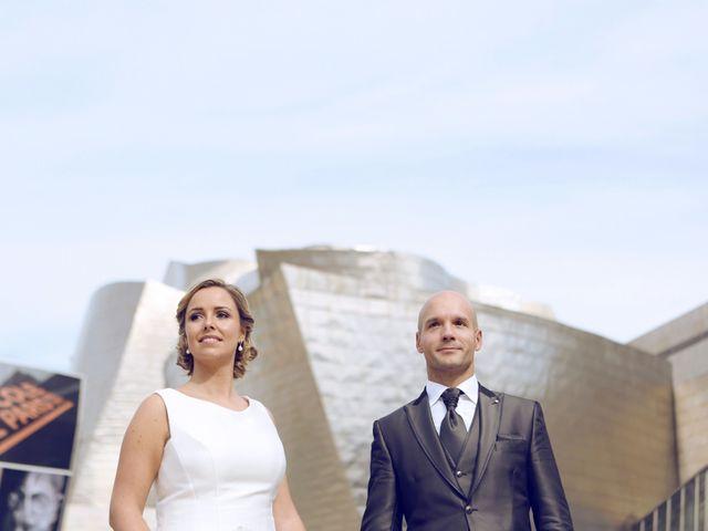 La boda de Ieltxu y Sara en Bilbao, Vizcaya 32