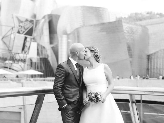 La boda de Ieltxu y Sara en Bilbao, Vizcaya 35