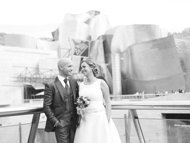 La boda de Ieltxu y Sara en Bilbao, Vizcaya 36
