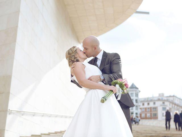 La boda de Ieltxu y Sara en Bilbao, Vizcaya 39