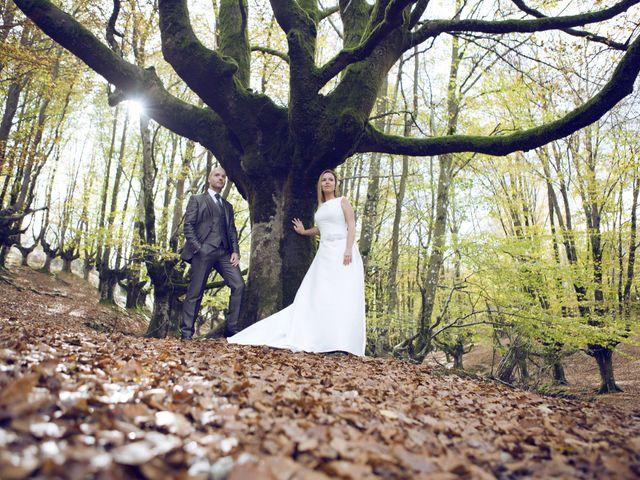La boda de Ieltxu y Sara en Bilbao, Vizcaya 55