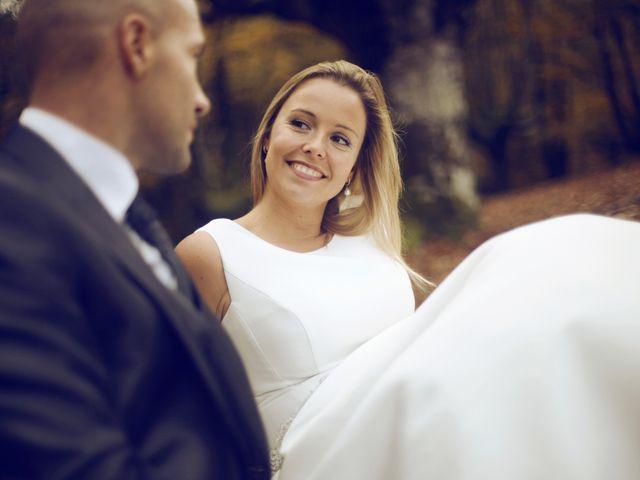 La boda de Ieltxu y Sara en Bilbao, Vizcaya 63