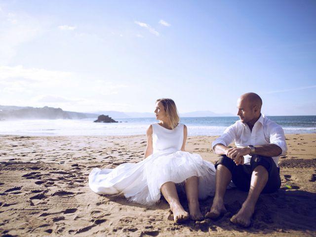 La boda de Ieltxu y Sara en Bilbao, Vizcaya 87
